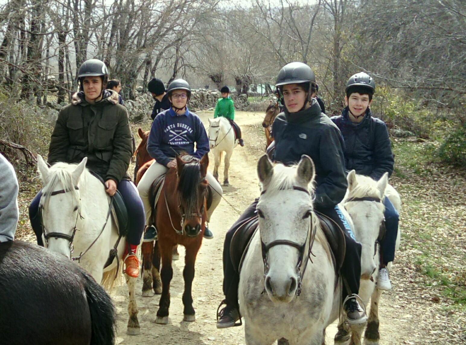 Paseo a caballo por la sierra